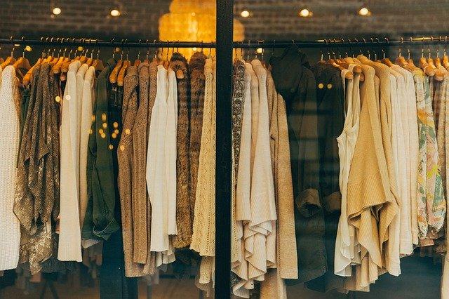 Drugie życie naszych ubrań, czyli jak sprzedawać ciuchy w internecie?